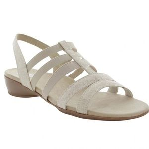 Munro Bev Beige Combo Strappy Sandal Size 8 NWOT
